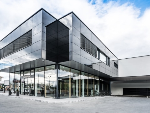 Svoboda Metalltechnik Firmensitz Sebersdorf/Bad Waltersdorf moderner Zubau Bürogebäude und Schauraum