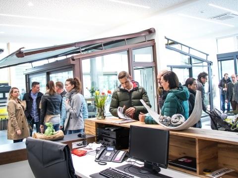Svoboda Hausmesse 2019 - Kundenberatung im Schauraum