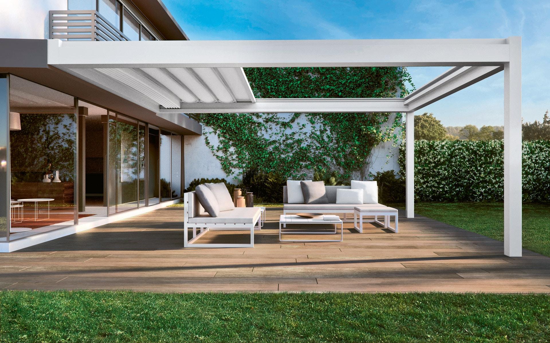 Nomo 01 a | moderne Sonnenschutzpergola, weiße Alu-Schiebemarkise halb offen bei Terrasse | Svoboda