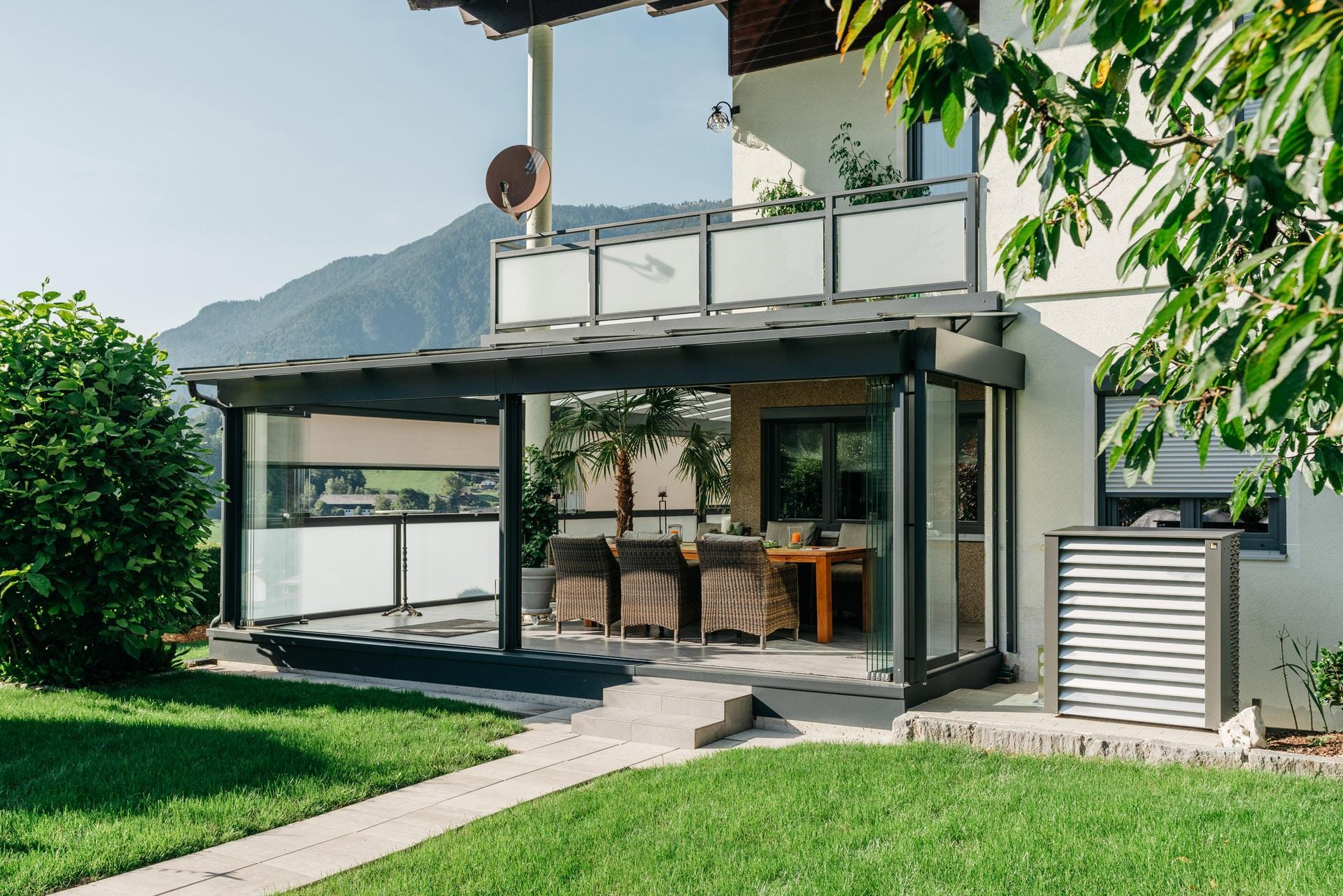 Sommergarten Alu 42 a | graues Alu-Glas-Dach mit offener Seitenverglasung Schiebe-Dreh | Svoboda