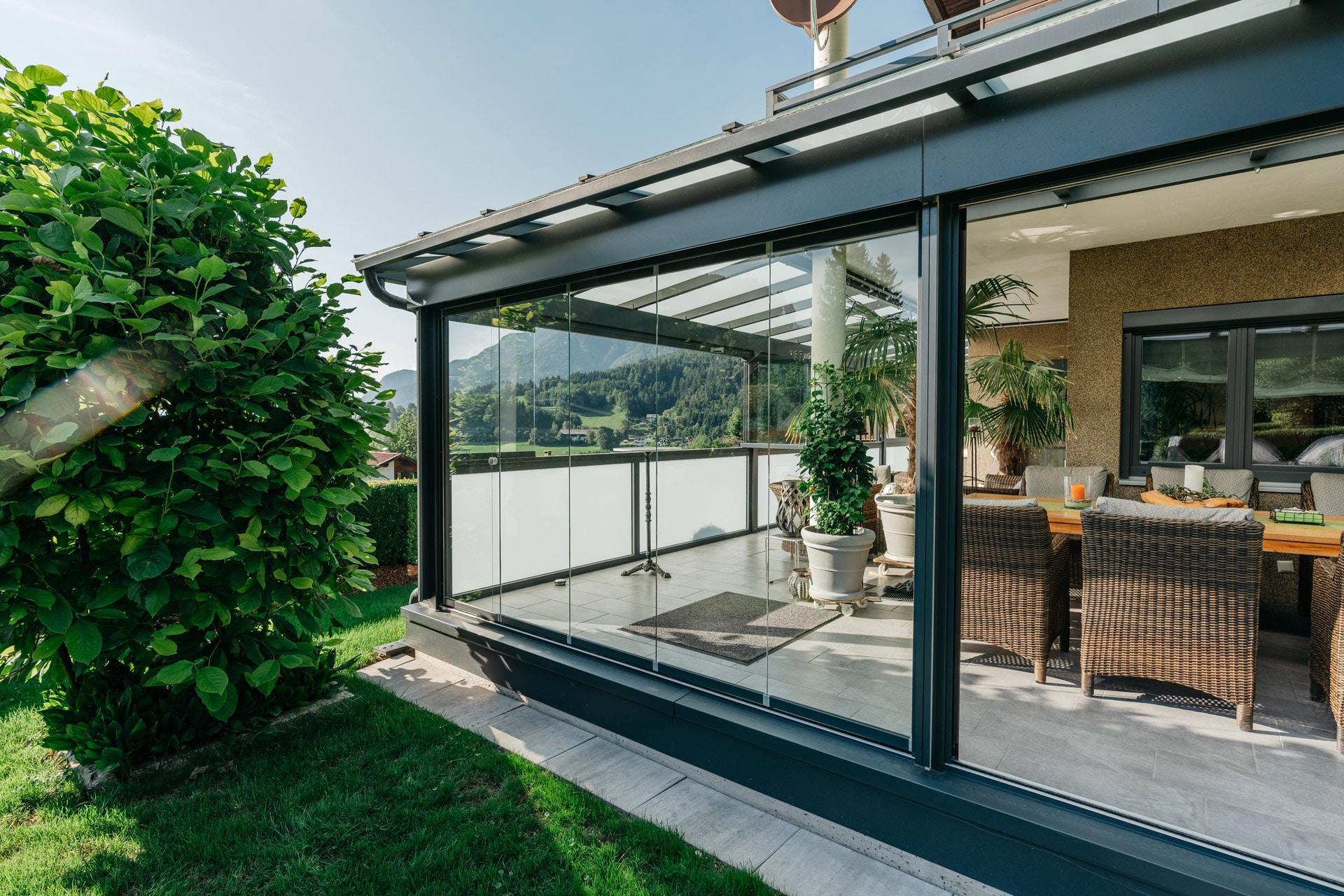 Sommergarten Alu 42 f | L-Förmige Terrassenüberdachung anthrazit mit Verglasung allseitig | Svoboda