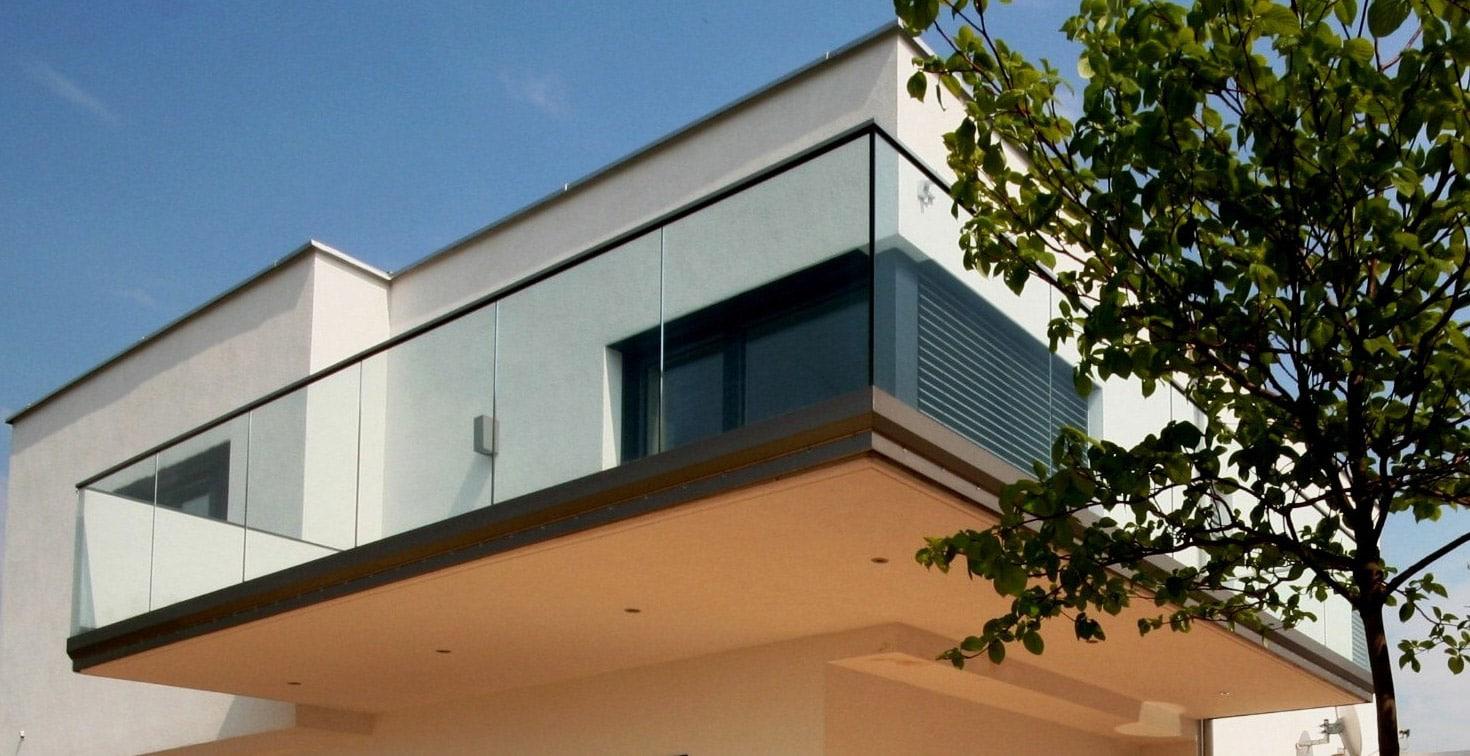 Augsburg 01 a | Glasgeländer aus durchsichtigem Glas bei Terrasse | Svoboda Metalltechnik