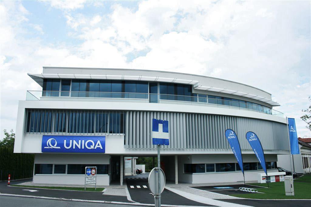 Augsburg 03 a | Nurglasgeländer aus klarglas bei Büro Gewerbegebäude | Svoboda Metalltechnik