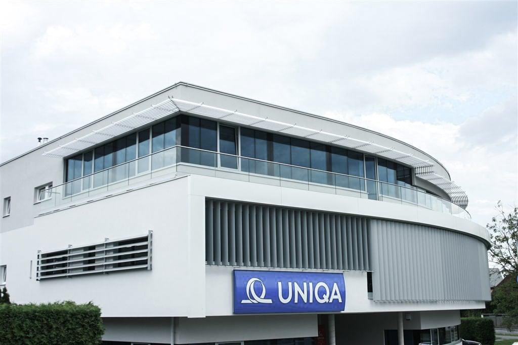 Augsburg 03 b | Terrassengeländer aus Nurglas bei modernem Firmengebäude | Svoboda Metalltechnik