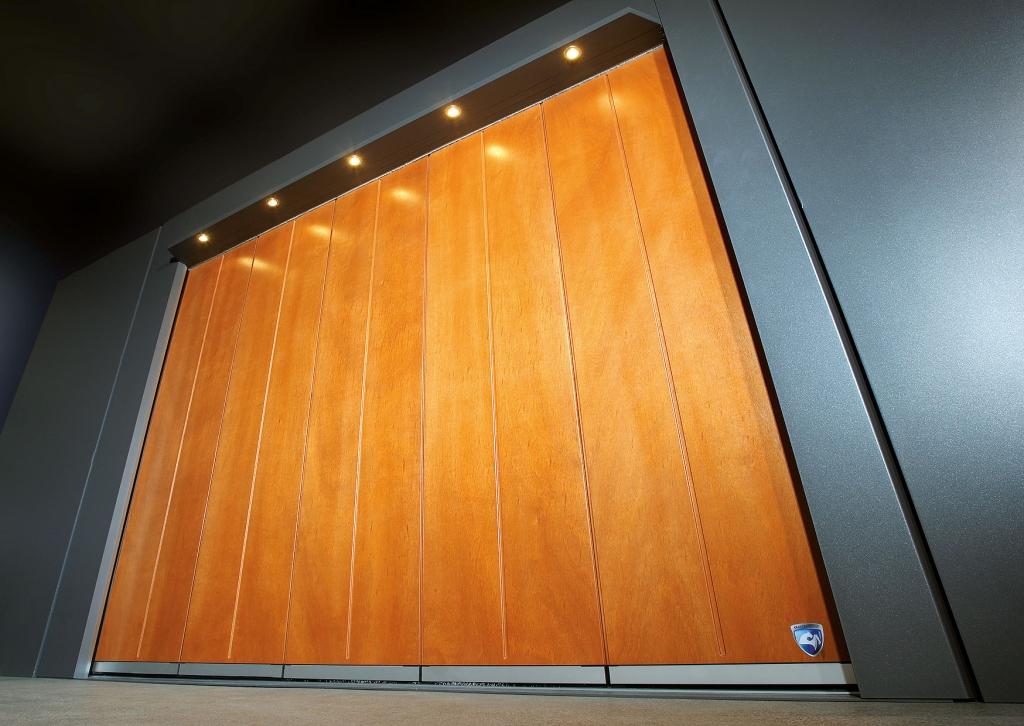 Avalon Komfort 06 | Seitensektionaltor aus Holz mit 5 Feldern | Svoboda Metalltechnik