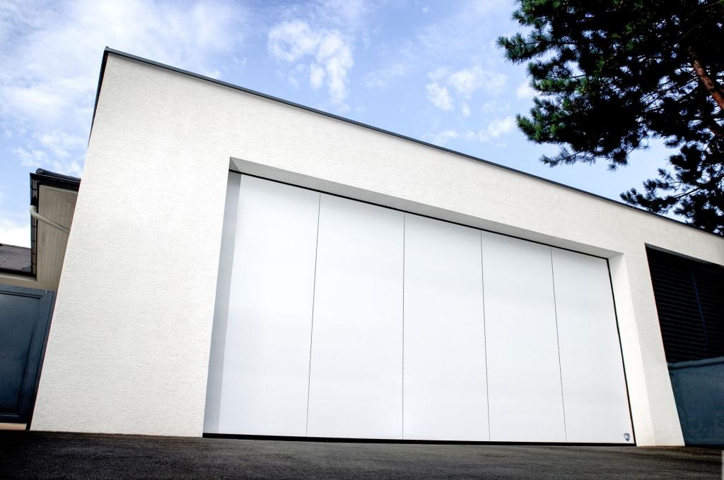 Avalon Premium 05 | Seitensektionaltor bei Garage aus Metall, weiss | Svoboda Metalltechnik