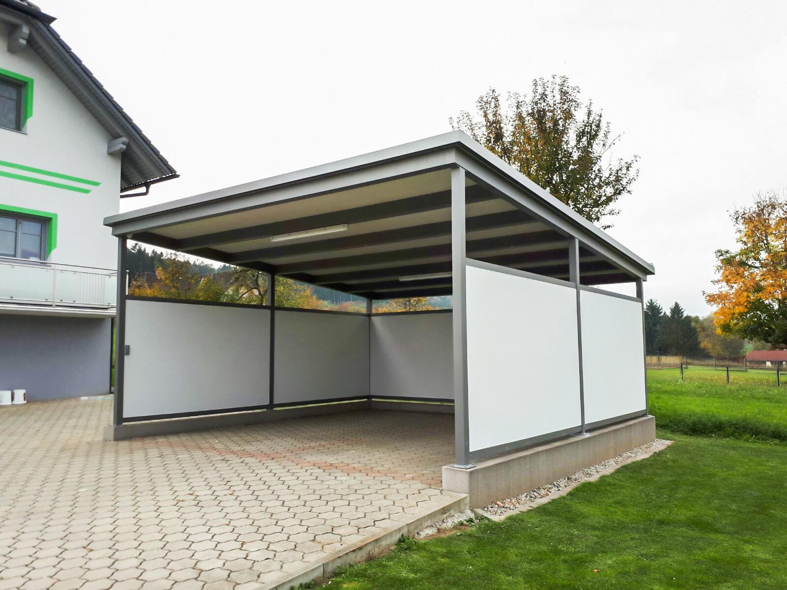 Carport 23 a   weiß-grau mit Vollblech-Seitenverkleidung   Svoboda Metalltechnik