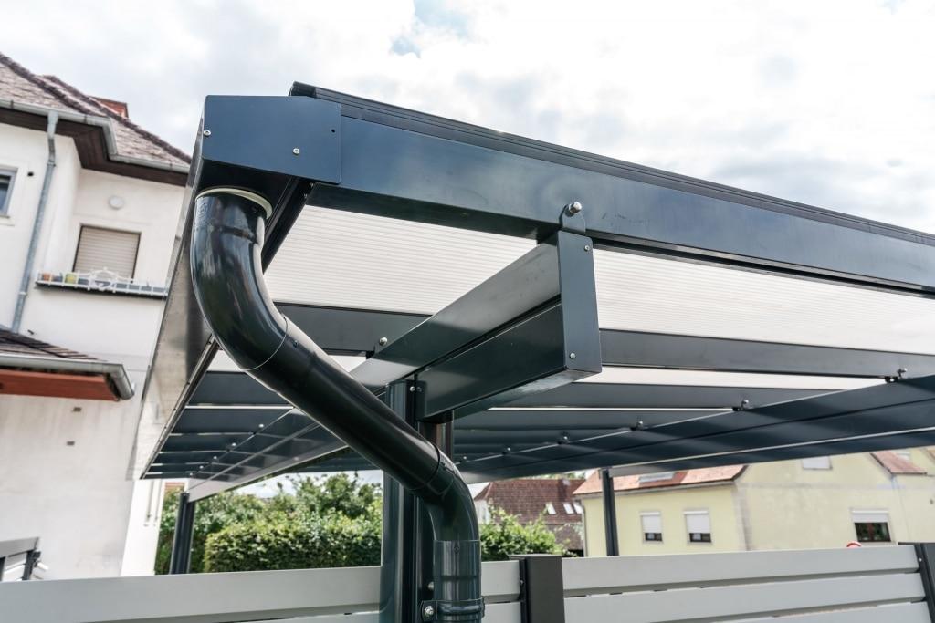 Carport 27 c | Dachrinne mit Regenablauf-Rohr aus Aluminium bei Carport | Svoboda Metalltechnik