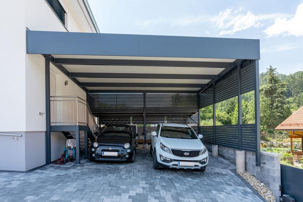 Carport 28 b   modernes Carport mit Attika-Verblechung und Paneel-Eindeckung und seitlichen Querlatten   Svoboda Metalltechnik