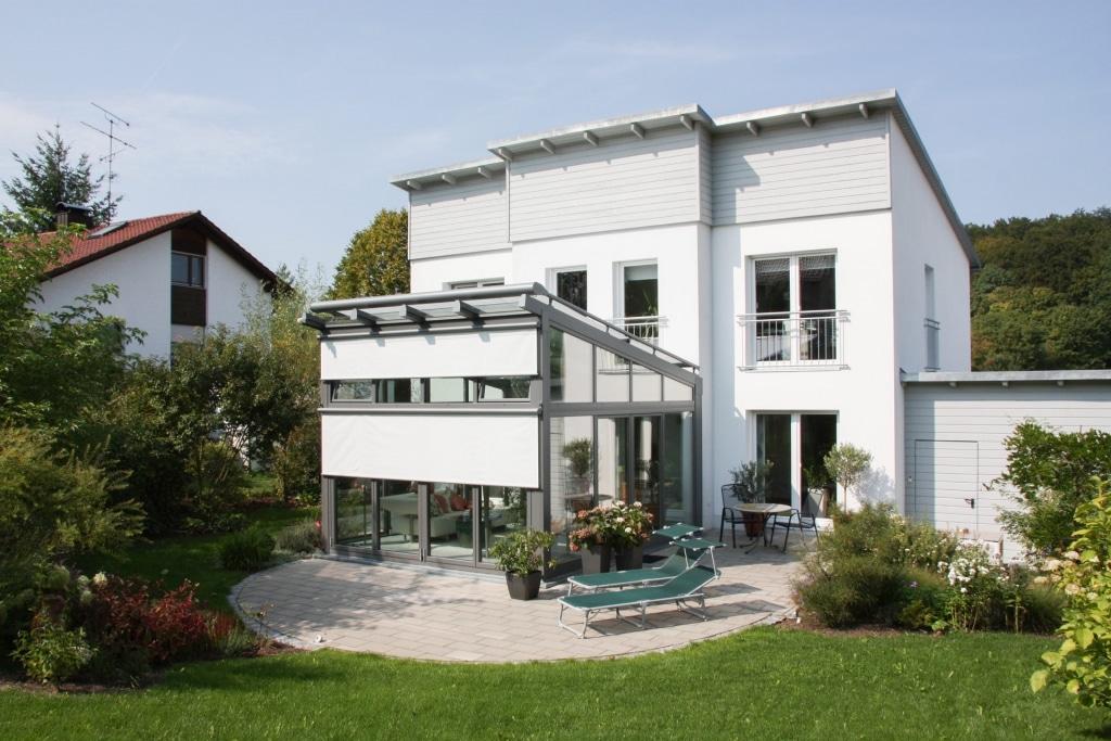 HS 04 | Aluminium-Aufdachmarkise bei Wintergarten und Senkrechtmarkisen als Blendschutz | Svoboda