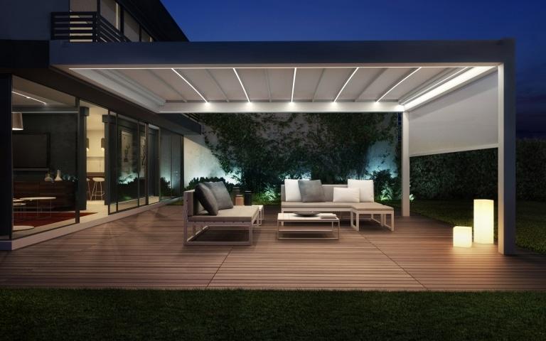 Nomo 01 c | Pergolamarkise mit Beleuchtung bei Nacht auf moderner Terrasse | Svoboda