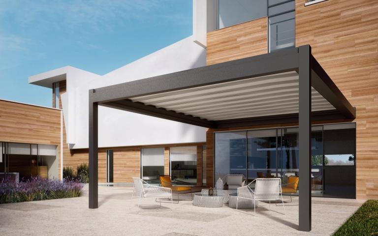 Nomo 02 b | geschlossene Alu-Schiebemarkise weiß-anthrazit bei Terrasse, modernes Haus | Svoboda