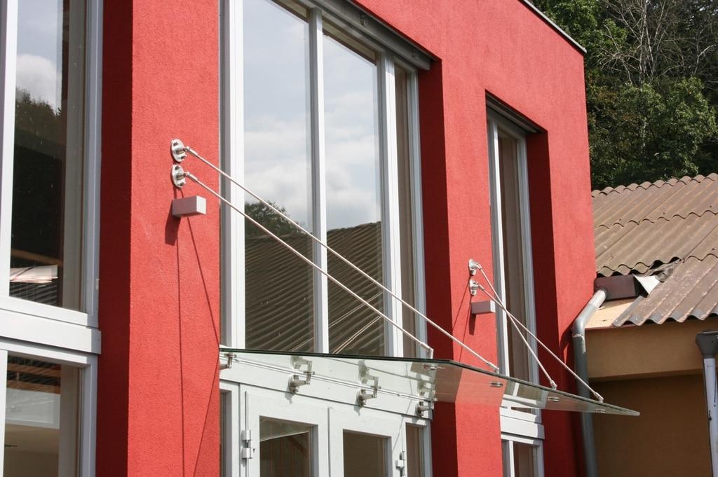 Nurglasvordach 03 a | Glaseingangsdach mit Seil-Befestigung seitlich von Fenster | Svoboda