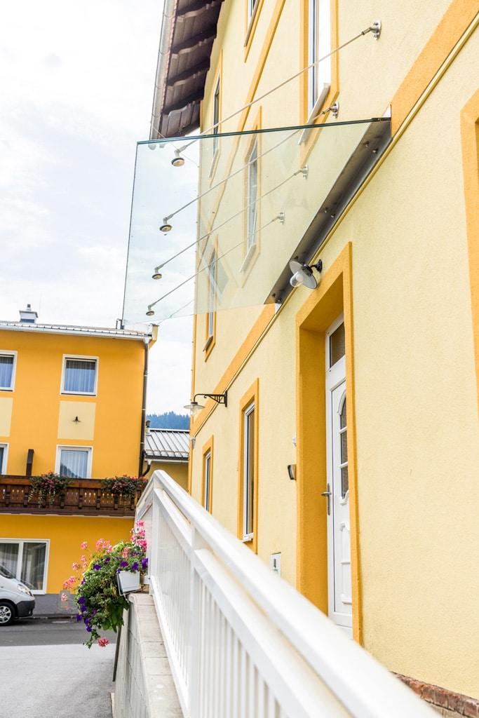 Nurglasvordach 17 | Klarglas Eingangdach, Wandbefestigung mit Niro-Winkel und –Stangen | Svoboda