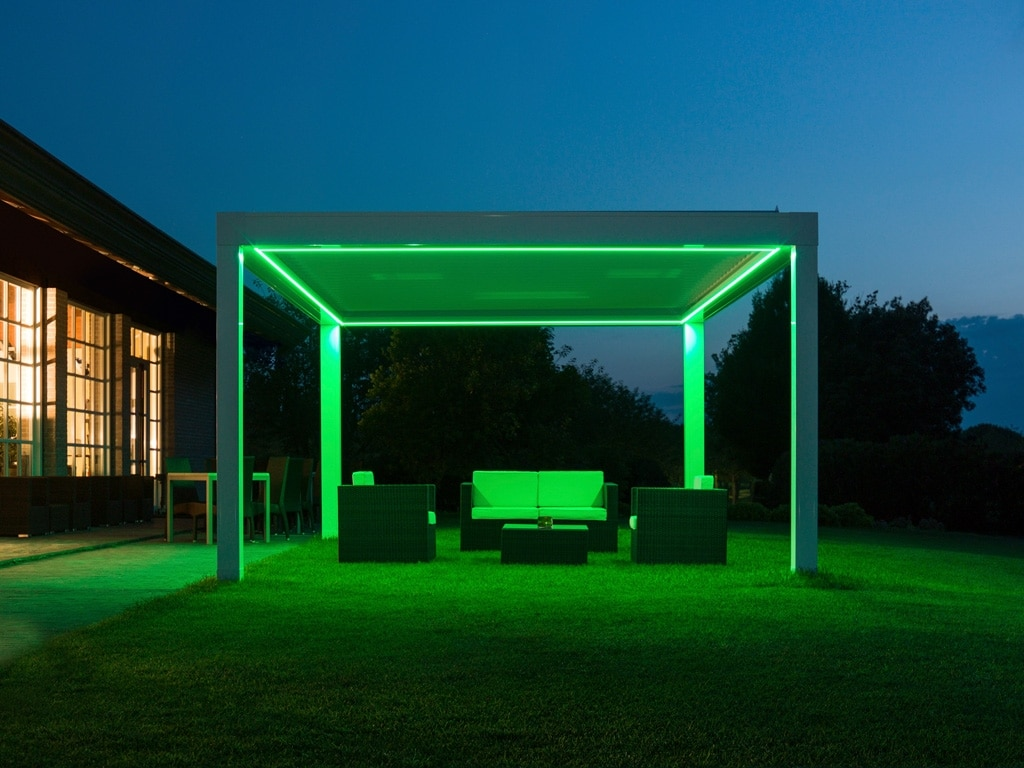 Opera LED 01 a | Lamellenüberdachung LED-Beleuchtung grün nachts | Svoboda Metalltechnik