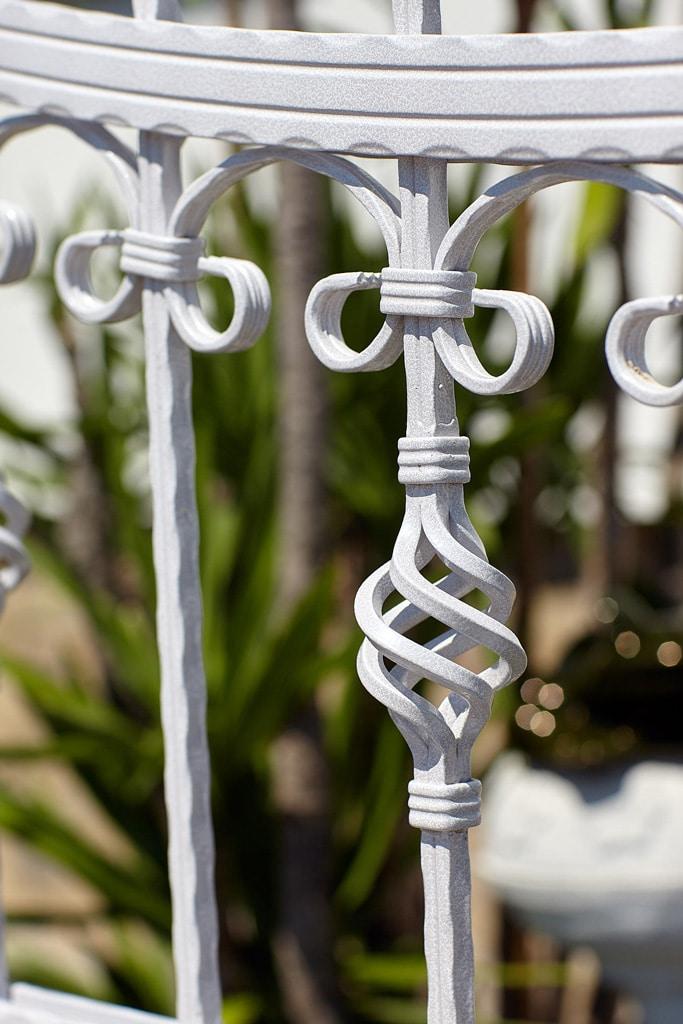 OZ 19550   Schmiedezaun aus Alu weiß, Nahaufnahme Dekor Ornament Kugel aus Stäben   Svoboda