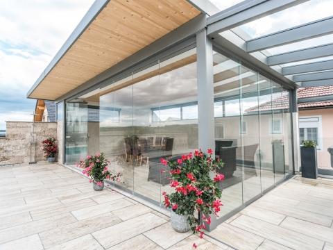 Schiebe-Dreh 12 a | Poolhaus-Verglasung mit 2 Arten, links Schiebe-Dreh, rechts Schiebe | Svoboda