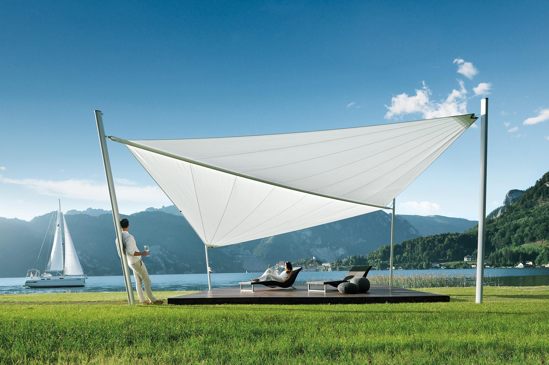 Sonnensegel C 01 b | weißes geöffnetes Sonnensegel an See mit Bergen, Segelschiff | Svoboda
