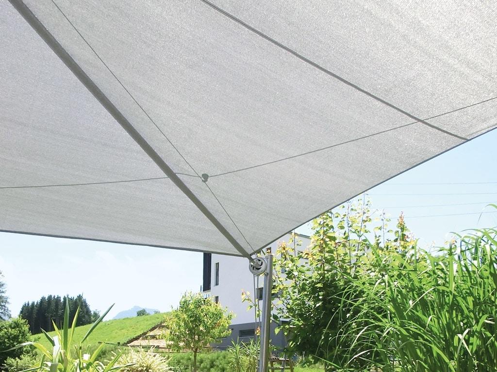Sonnensegel M 01 b | Nahaufnahme Segeltuchwelle, weißes Segeltuch | Svoboda Metalltechnik