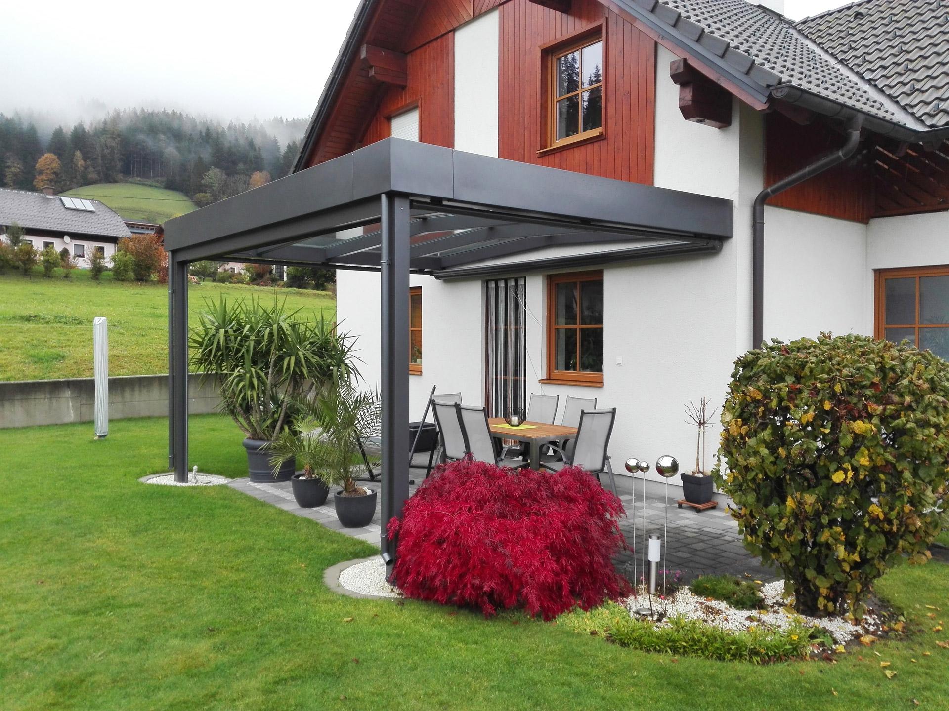 Terrassendach Alu 72 a | moderne Flachdach Optik dank Attika-Verblechung, dunkelgrau | Svoboda