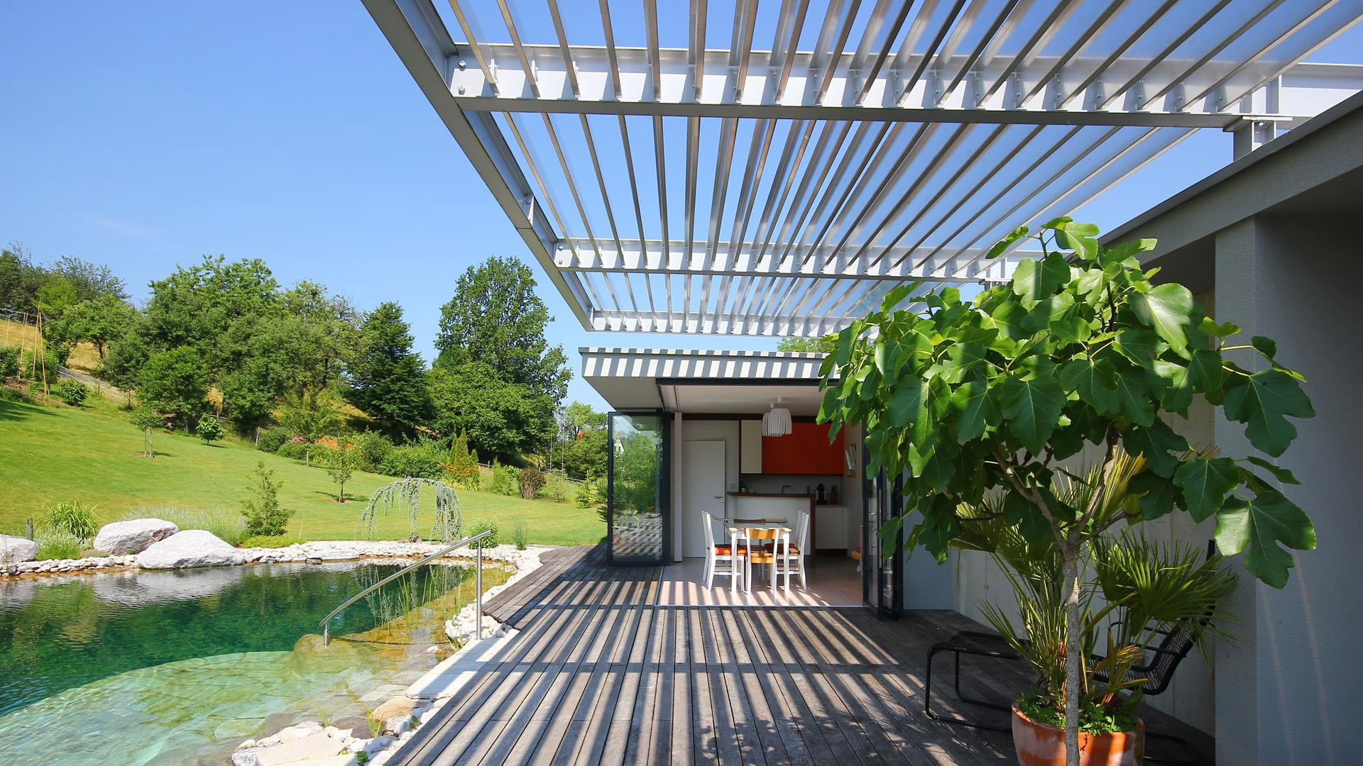 Terrassendach Alu 74 b   moderne Sonderanfertigung mit fixen Aluminium-Lamellen, weiß   Svoboda