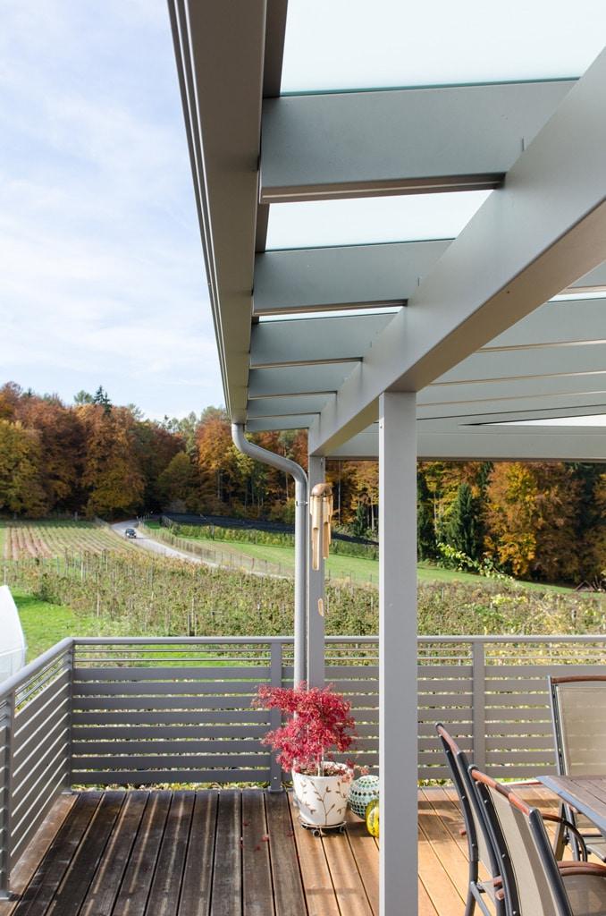 Terrassendach Alu 77 b | mit Dachrinne und Sparren auf Querbalken aufgelegt, Hellgrau | Svoboda