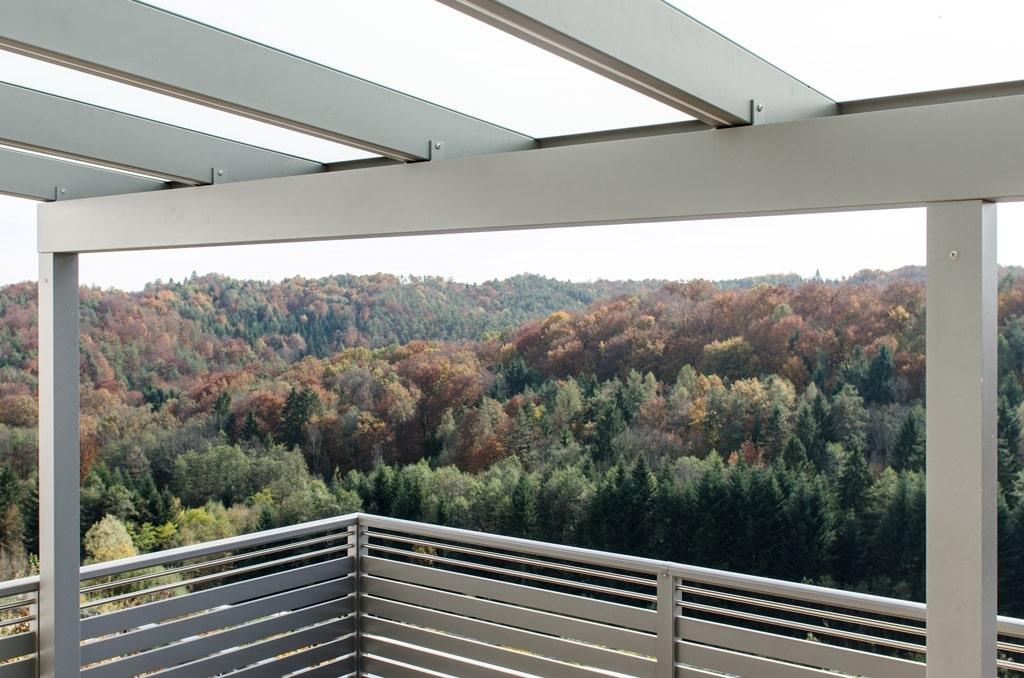 Terrassendach Alu 77 d | Unteransicht Dach-Sparren mit integrierten LED-Licht-Stripes | Svoboda