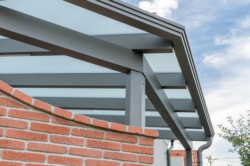 Terrassendach Alu 83 d | Aluminiumberdachung hellgrau beschichtet mit Regenrinne mit Ecke | Svoboda