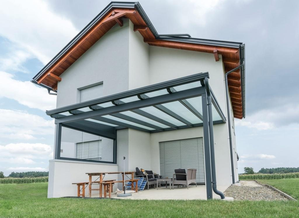 Terrassendach Alu 84 b | mit unterschiedlicher Tiefe mit Windschutzverglasung, anthrazit | Svoboda