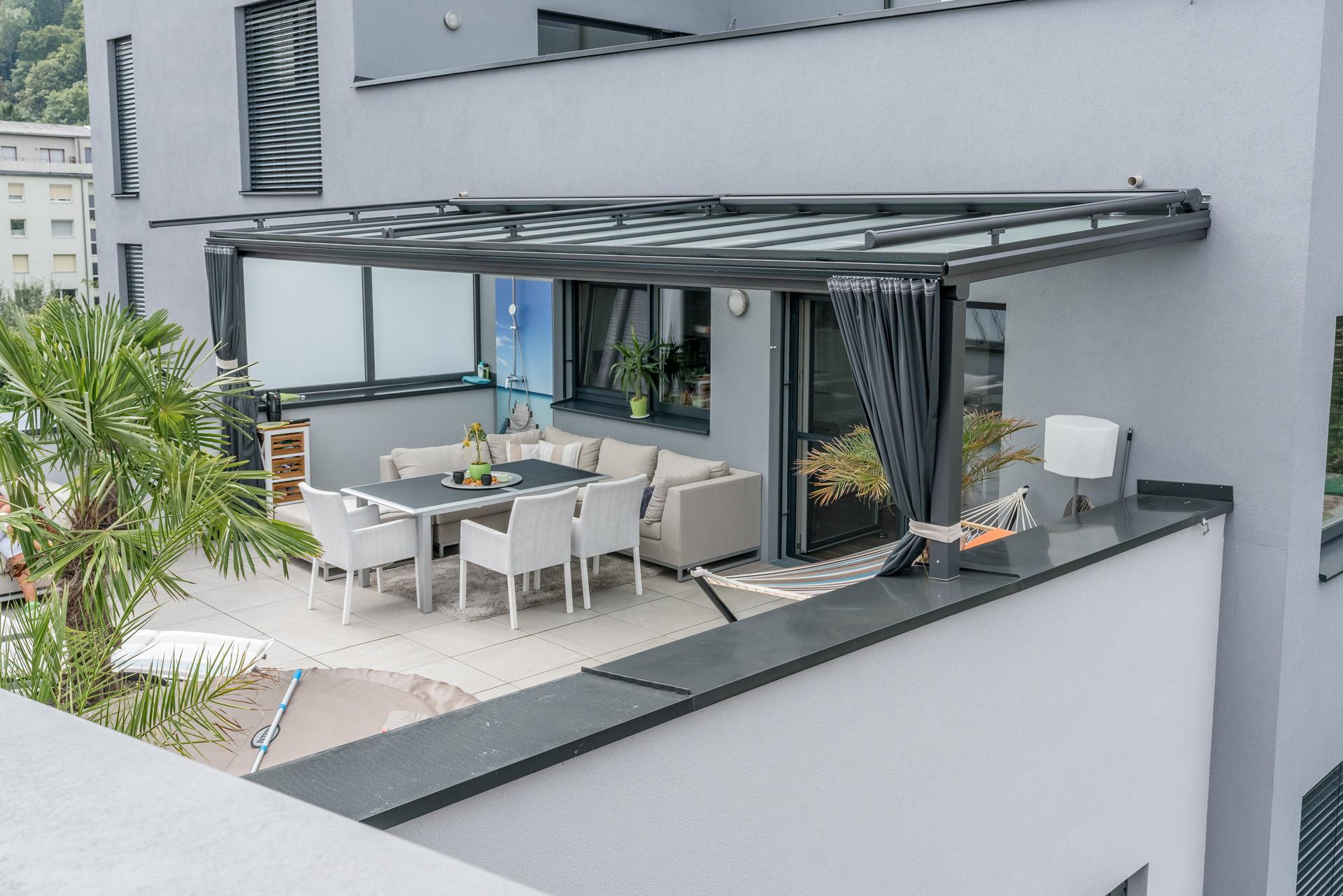 Terrassendach Alu 86 b | Dachterrassenüberdachung grau, Glaseindeckung, Aufdachmarkisen | Svoboda