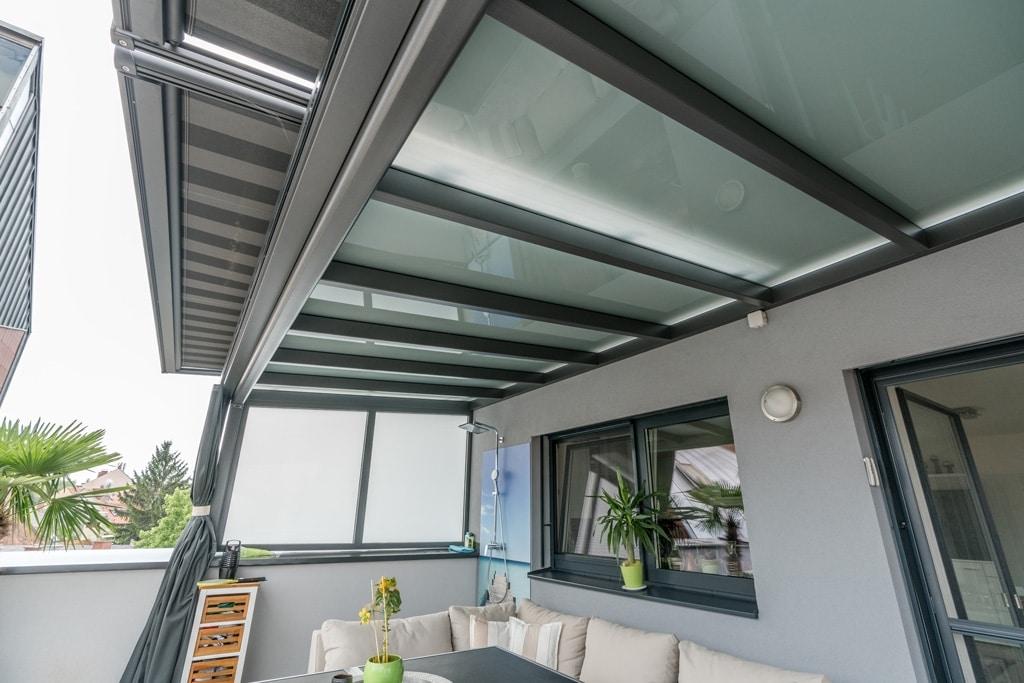 Terrassendach Alu 86 f | Unteransicht Mattglas-Scheibe auf Alu-Sporren grau beschichtet | Svoboda
