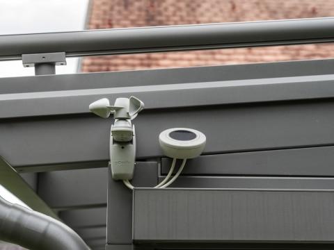 Terrassendach Alu 88 d | Detailbild Windwächter Sonnenwächter Regensensor für Markisen | Svoboda