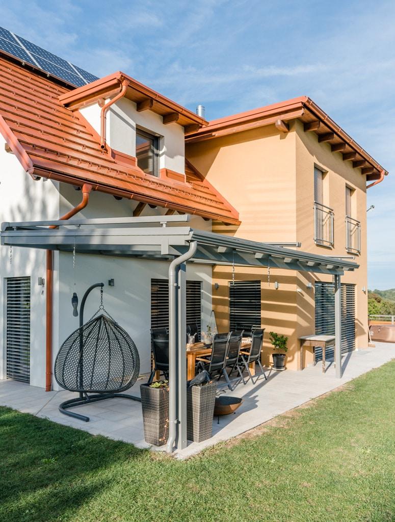 Terrassendach Alu 96 c   Alu-Überdachung grau auf Terrasse mit Regenrinne, Einfamilienhaus   Svoboda
