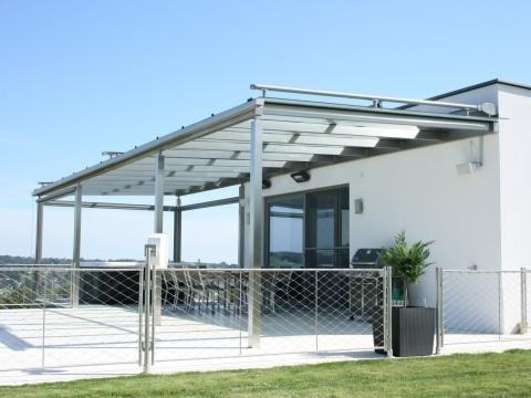 Terrassendach Niro 05 a | Edelstahl-Überdachung bei Poolhaus, mit Whirlpool und Sitzecke | Svoboda