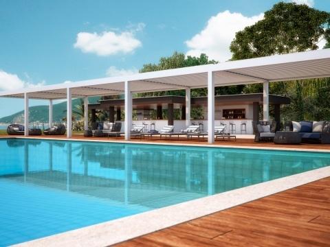 Vision 02 | 5-teilige Alu-Lamellendachanlage weiß bei Pool mit Pool-Liegen | Svoboda Metalltechnik