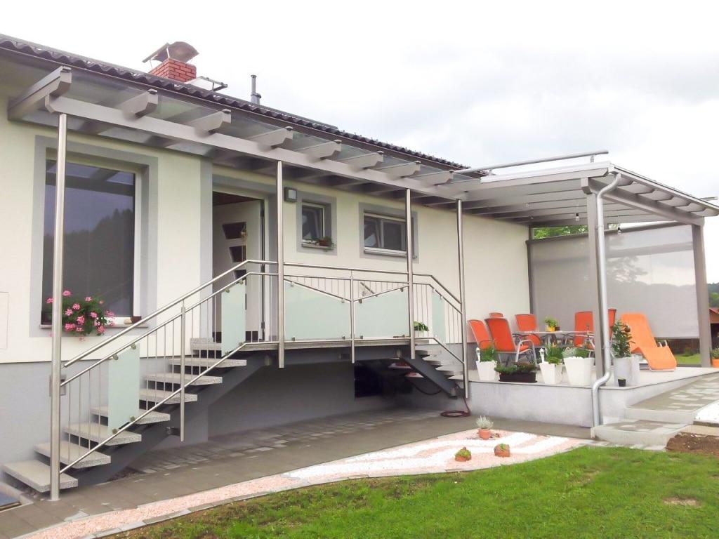 Vordach Alu 16 a | Alu-Vordach grau mit Terrassendach, Edelstahlsteher & Nirogeländer | Svoboda