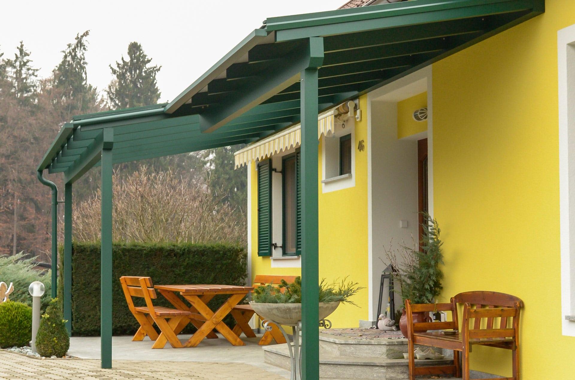 Vordach Alu 21 b   Kombination aus Terrassendach und Eingangsdach mossgrün   Svoboda