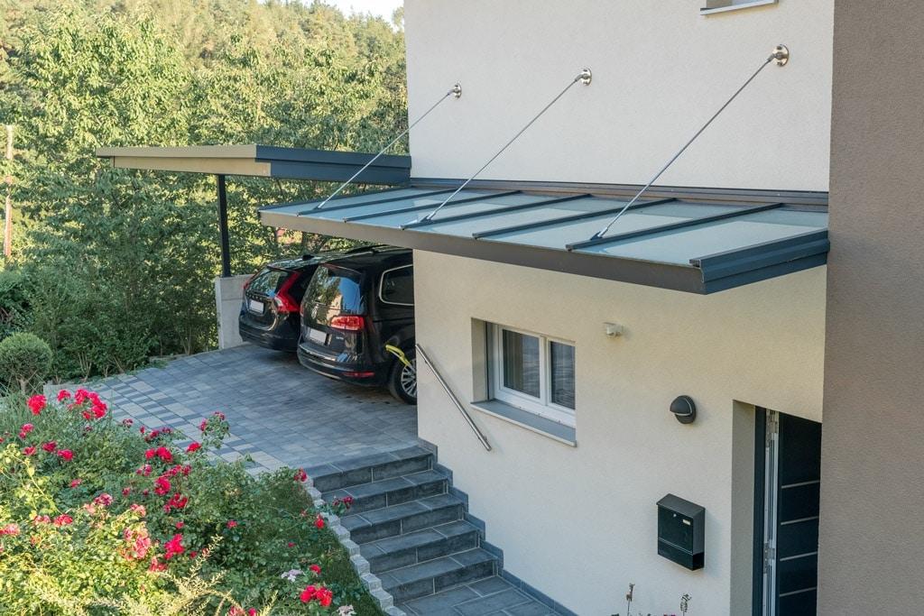 Vordach Alu 37 c   Aluminium-Glas-Vordach anthrazit mit Aufhängevorrichtung aus Edelstahl   Svoboda