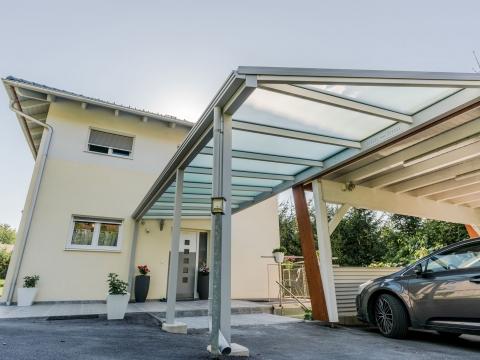Vordach Alu 45 a | Eingansüberdachung bis zum Carport Aluminium weiß mit Mattglasabdeckung | Svoboda