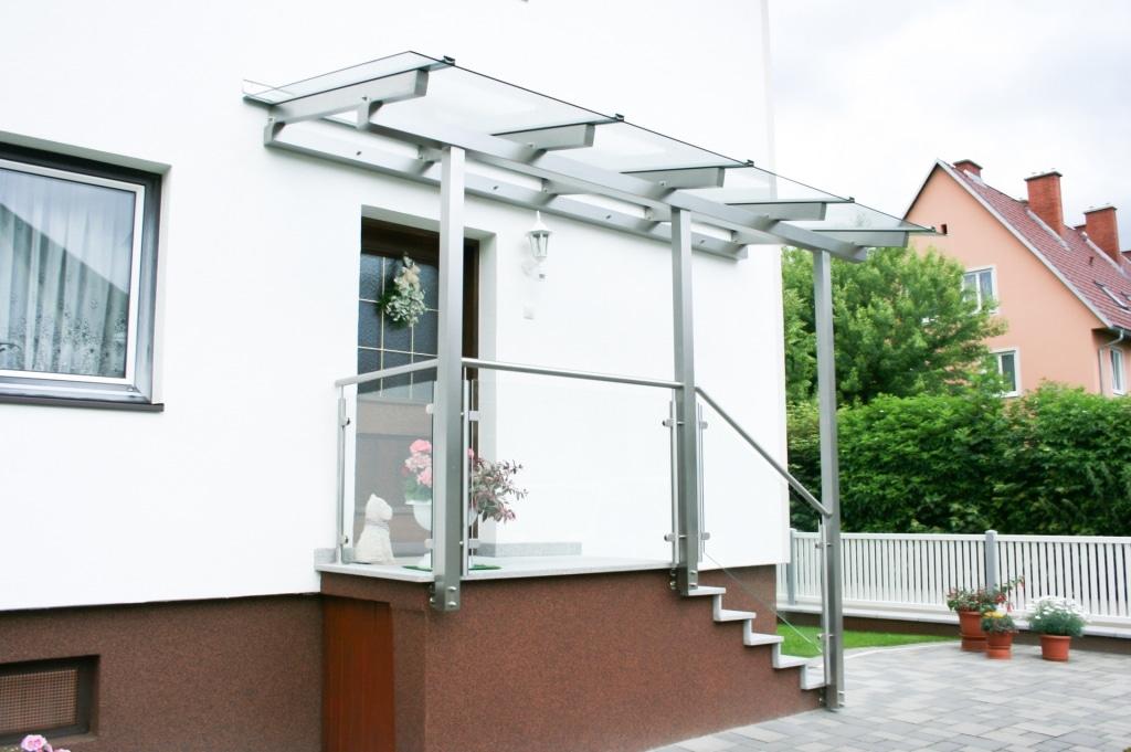 Vordach Niro 15 b   Eingangsüberdachung aus Edelstahl mit Niro-Glas-Geländer, Klarglas   Svoboda