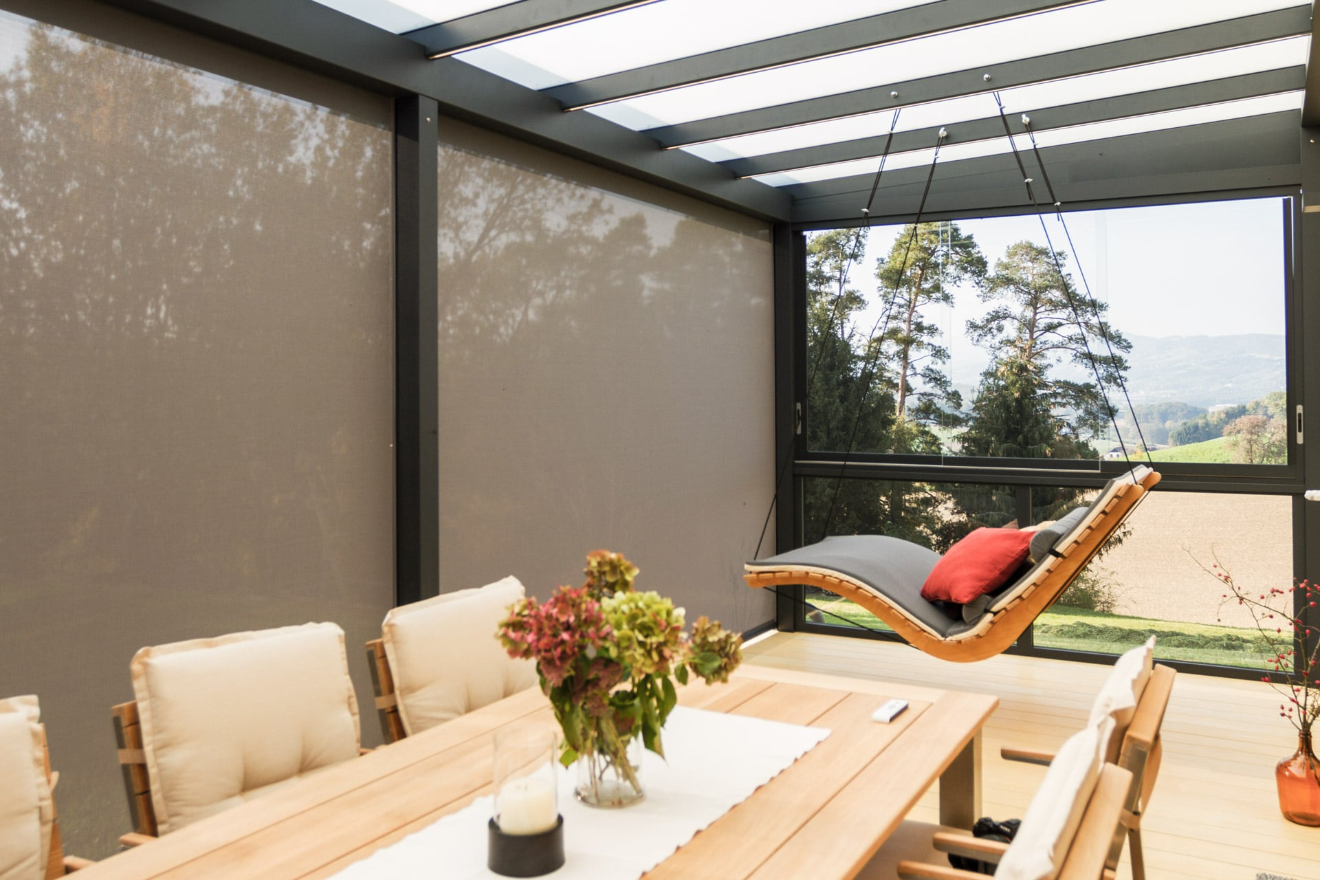 Z 10 b | Senkrecht-Markise bei Alu-Dach als Sonnenschutz, Blendschutz, leichter Windschutz | Svoboda