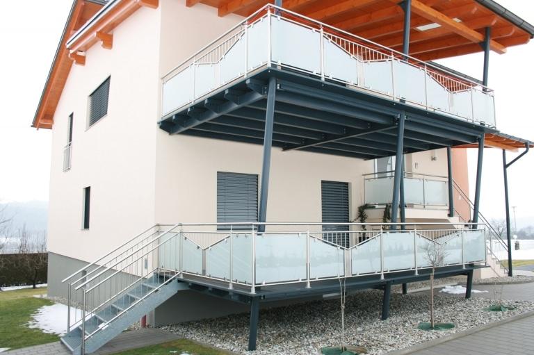 Zubau 13 | Terrassenanbau zweistöckig, Alu anthrazit mit Stahlstiege + Niro-Glas-Geländer | Svoboda