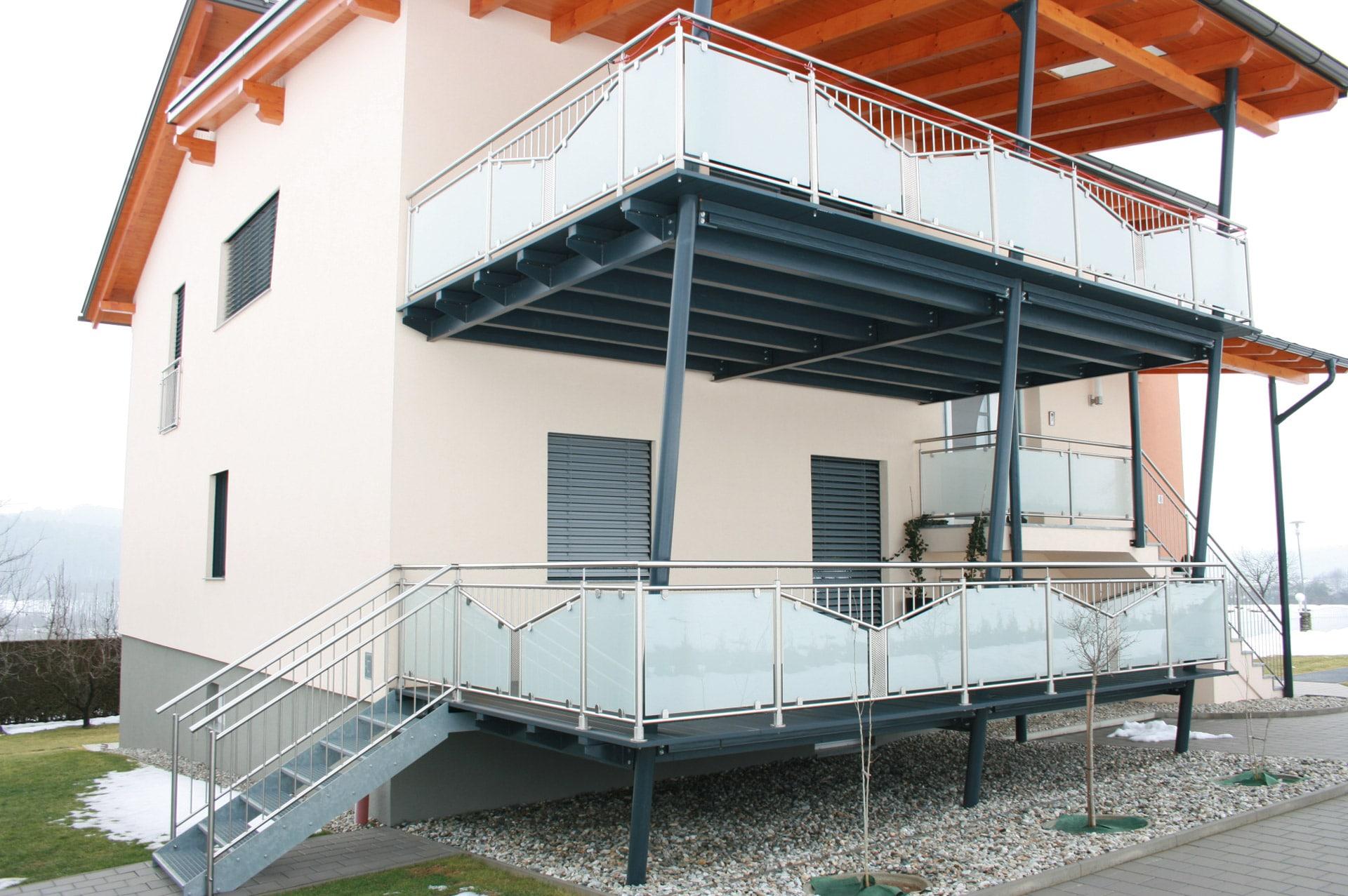 Zubau 13   Terrassenanbau zweistöckig, Alu anthrazit mit Stahlstiege + Niro-Glas-Geländer   Svoboda
