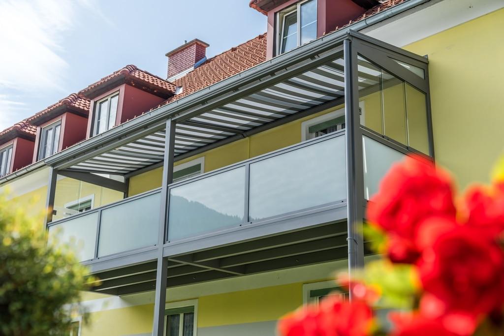 Zubau 15 d | Aluminium-Balkon grau mit Boden, Dach, Verglasung, Alu-Glas-Geländer, Markise | Svoboda