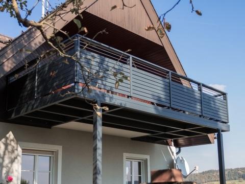 Zubau 16 a | Balkonvergrößerung aus Aluminium von bestehendem Balkon anthrazit + Geländer | Svoboda