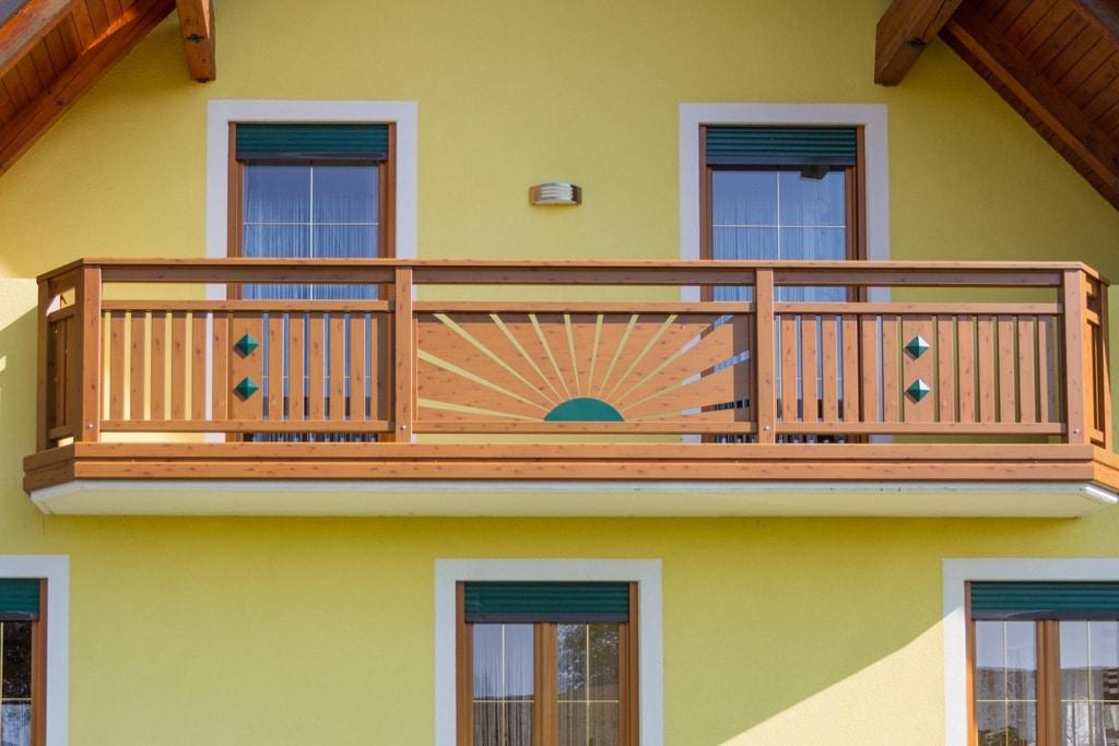 Amstetten 10 H b | Balkon Alu beschichtet, Sonnendekor mit Strahlen, Kiefe & moosgrün | Svoboda