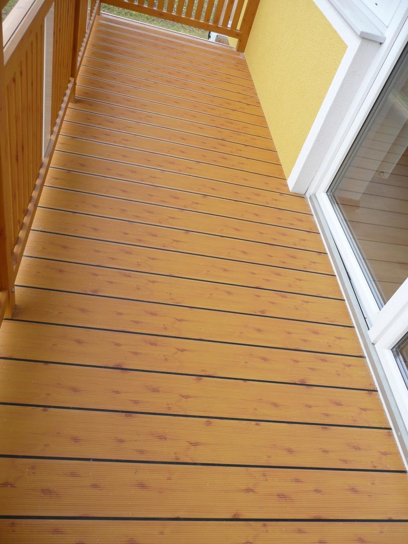 B Alu 04 H a | Bodenbelag bei Balkon aus Aluminium in Kiefer-Beschichtung | Svoboda Metalltechnik