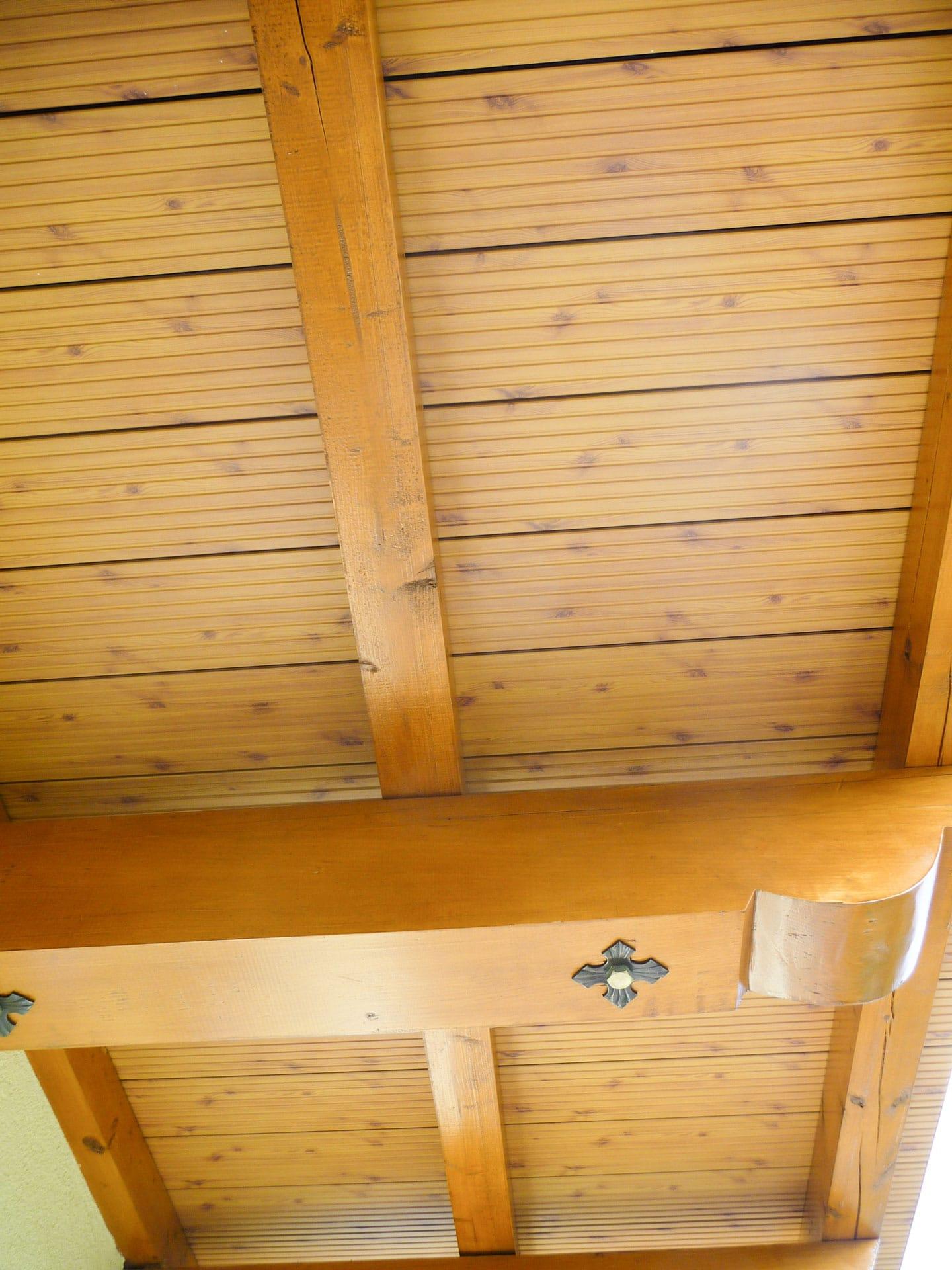 B Alu 05 H b | Aluminiumboden bei Balkon Kiefer Dekor Unteransicht und Sporen aus Echtholz | Svoboda