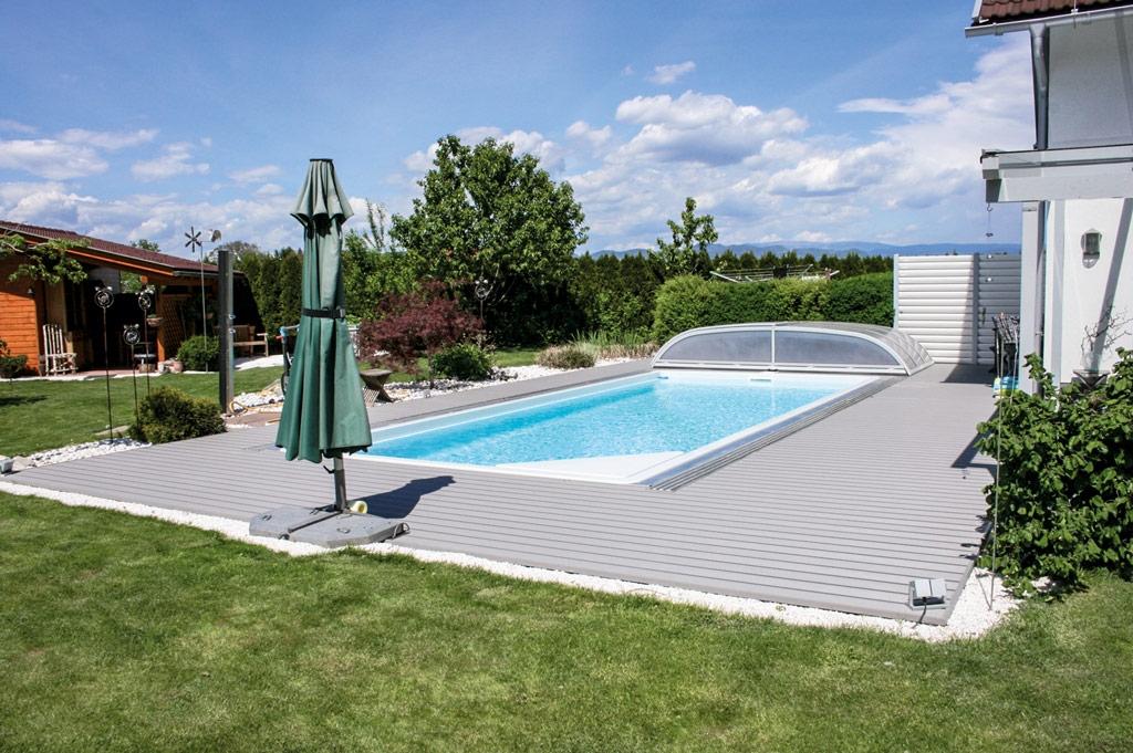 B Alu 06 d | Outdoor Aluminium-Bodenbelag hellgrau beschichtet bei Pool als Poolumrandung | Svoboda