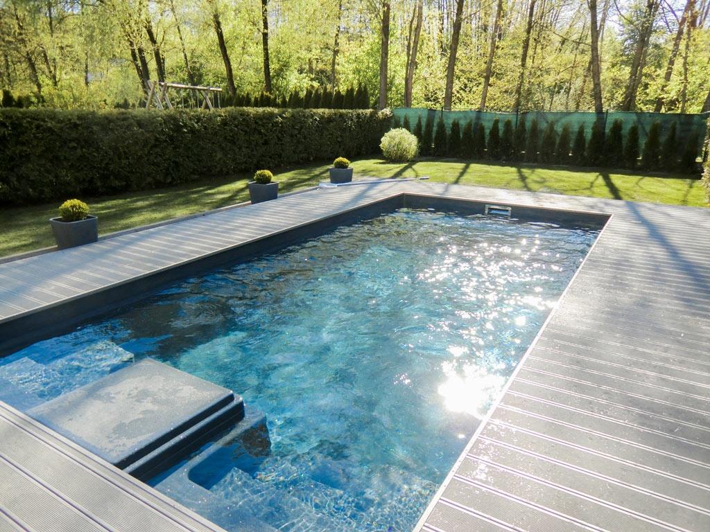 B Alu 13 c | hellgrau beschichtete Aluminium-Terrassendielen bei Pool | Svoboda Metalltechnik